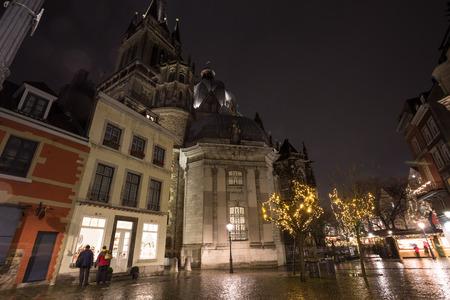 dom: Aachener Dom la nuit