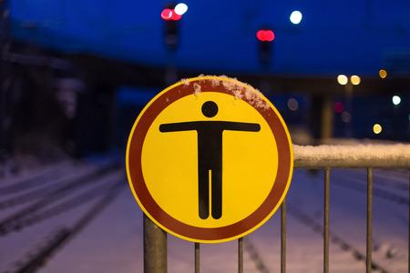 prohibido el paso: no hay señal de trespass en el invierno