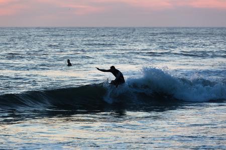 Seaside sundown surfer Stockfoto