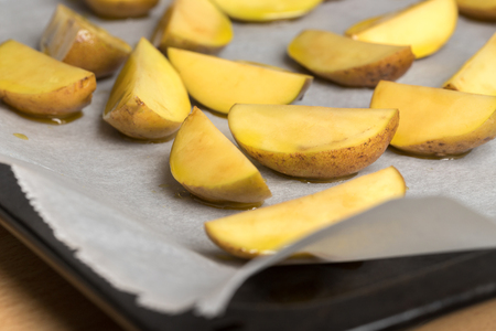 fresh raw potato splits Stockfoto