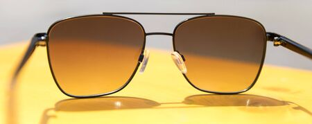 summer yellow sunnglasses background panorama Stockfoto