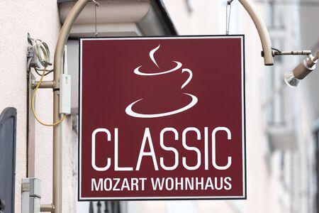salzburg, salzburger land/österreich - 09 10 19: mozart house kaffeeschild in salzburg österreich Editorial