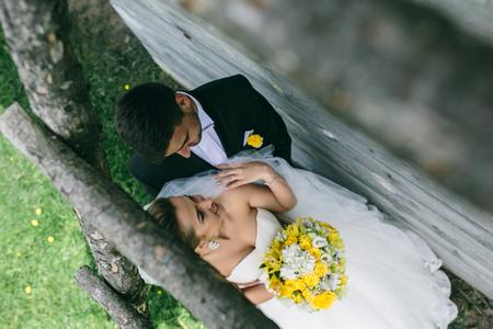 Foto Hochzeitsstrauss In Handen Der Braut Auf Die Natur Lizenzfreie