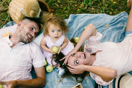 Happy family on the lawn in the park Banque d'images