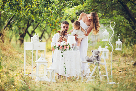 father, mother and daughter together at the picnic in the garden Banque d'images