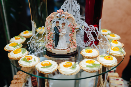 fondant fancy: Delicious fancy wedding cake made of cupcakes
