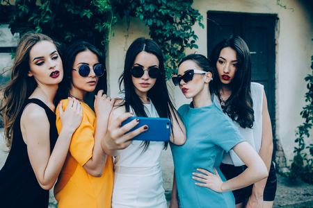 modelos posando: five beautiful young girls make selfie on the street near house