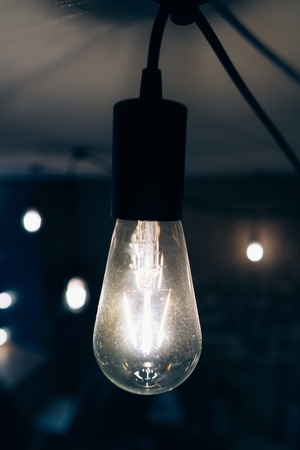 백열 램프를 태우는 것 스톡 콘텐츠