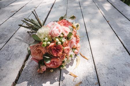 wedding bouquet on the wooden floor 版權商用圖片