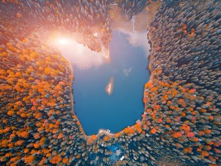 湖の空中トップビュー