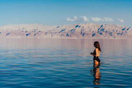 Young woman going to Dead Sea, Israel Banco de Imagens - 93961717