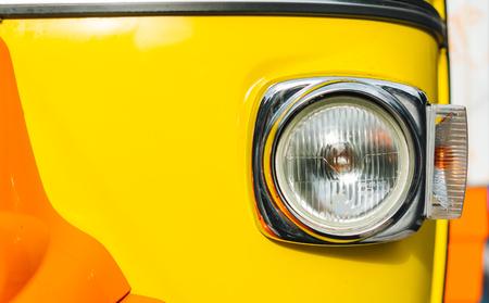 오래 된 차량 헤드 라이트 클로즈업 샷 스톡 콘텐츠