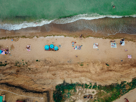 People rest on the wild beach with their families. Aerial photography Foto de archivo - 110912735