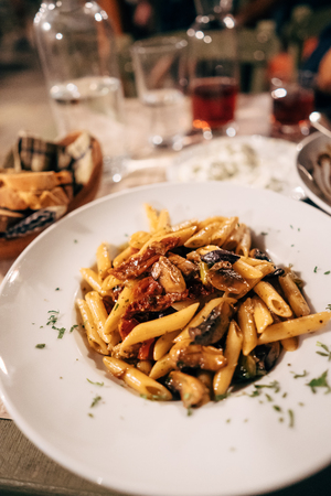 Pasta seashells with minced meat on the table Stockfoto