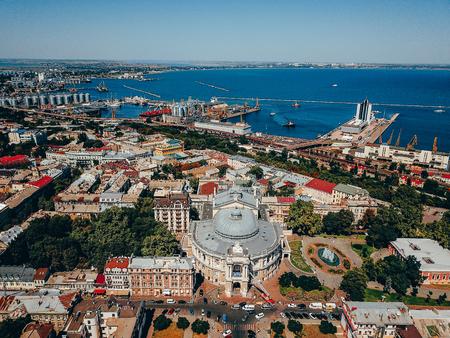 Theater in der Altstadt von Odessa, Seehafen Weiv, Luftaufnahmen Standard-Bild