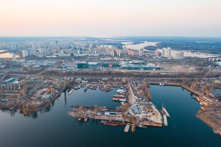 Luftbildindustriegebiet einer Großstadt
