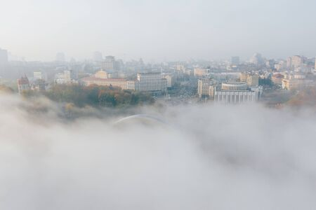 Aerial view of the city in the fog 免版税图像