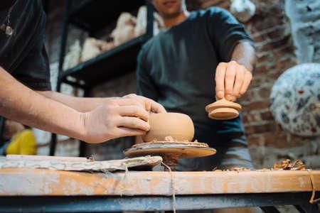 Making a handmade clay pot. Pottery lesson, hobby. Archivio Fotografico