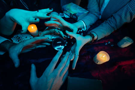 Group of people and woman fortune teller with crystal ball Banque d'images