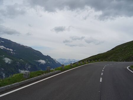 Turning the road in the mountains. Mountains. Fog Archivio Fotografico