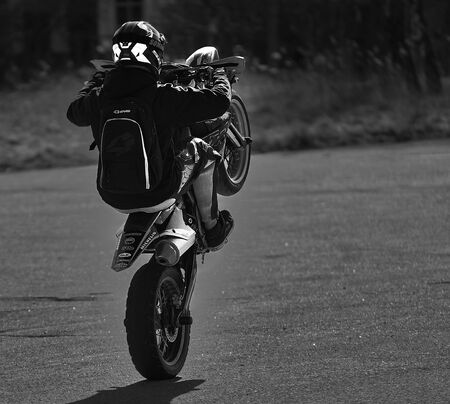 Tricks on a motorcycle. On the rear wheel. Archivio Fotografico