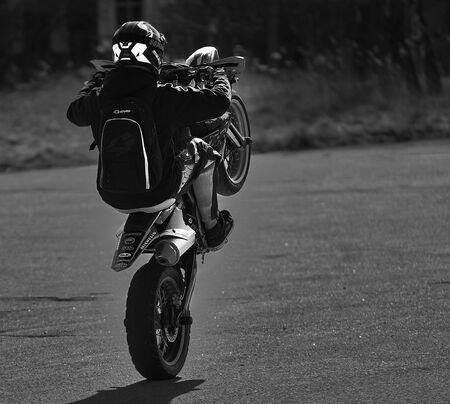 Tricks on a motorcycle. On the rear wheel. Reklamní fotografie