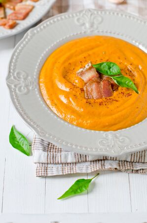 Puree soup with pumpkin, bell pepper and bacon