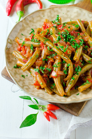 Stewed french bean with tomato on Lebanese Foto de archivo