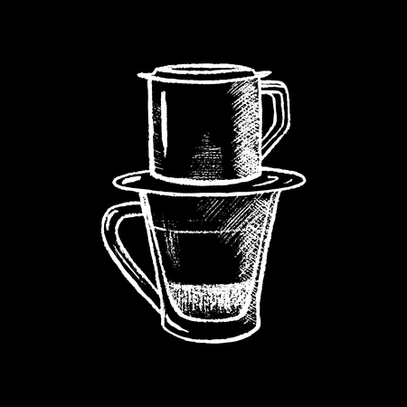 검은 칠판 벡터 일러스트 레이 션에 흰색 분필 필터와 함께 커피 잔. 베트남 스타일의 커피를 필터링합니다. 유리 컵과 필터. 아시아 커피 마시는 전통.