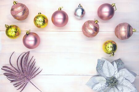 Christmas tree ball on wooden table. Winter holiday header photo backdrop. Merry Christmas flat lay with place for text. New Year greeting card or banner template. Pink gold fir tree bauble Zdjęcie Seryjne