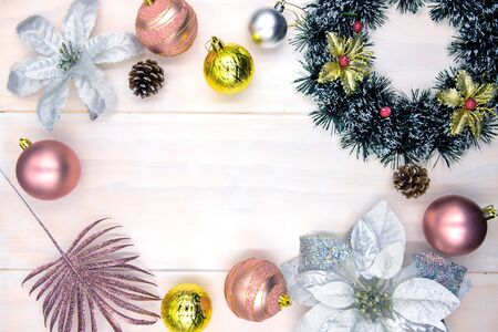 Christmas tree decoration on wooden table. Winter holiday header photo backdrop. Christmas wreath and ball flat lay with place for text. New Year greeting card template. Pink gold fir tree bauble Zdjęcie Seryjne