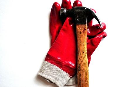 Work Gloves and a Claw Hammer Reklamní fotografie