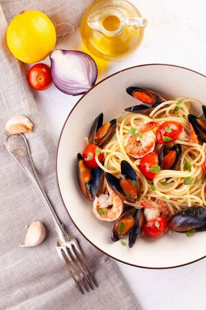 Seafood pasta. Spaghetti with mussels and tiger prawns, traditional pasta with shrimp close-up Фото со стока