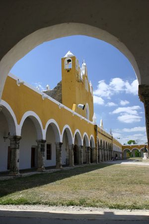 MEXICO -  YUCATAN, THE YELLOW TOWN