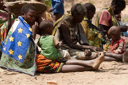 tribu: hadzabe tribe, women sitting with their children Editorial