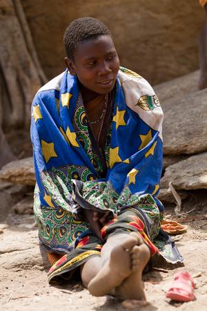 tribu: tribu Hadzabe, retrato de la mujer Editorial