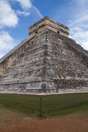 itza: chichen itza pyramid in mexico, yucatan
