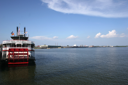 new orleans boat to cross the mississipi river Éditoriale