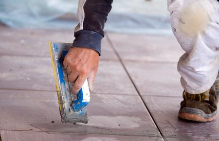 Menschen bei der Arbeit in einer Baustelle