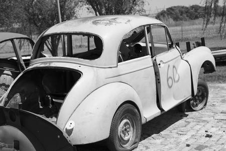 ferraille: carcasses de voitures
