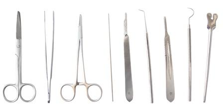 quirurgico: Diversos instrumentos m�dicos y de cirug�a aislados en blanco Foto de archivo