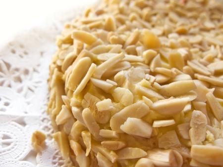 cremoso: Almendras y pastel de mantequilla, hecho en casa. Una de cerca los detalles Foto de archivo