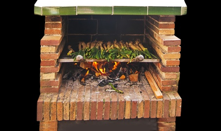 calsotada: Calçots, catalan sweet and young onions being roasted in the barbecue