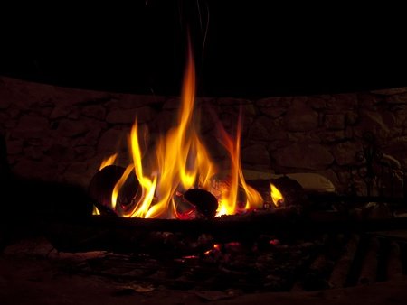 bonfires: Warming fireplace in winter, at home. Close up of flames and firewood Stock Photo