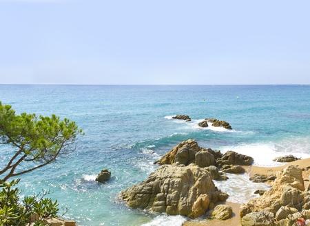 costa brava: Bord de la mer belle et rochers sur la Costa Brava (Espagne)