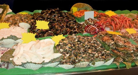 provisions: Variety of fresh shellfish in the market