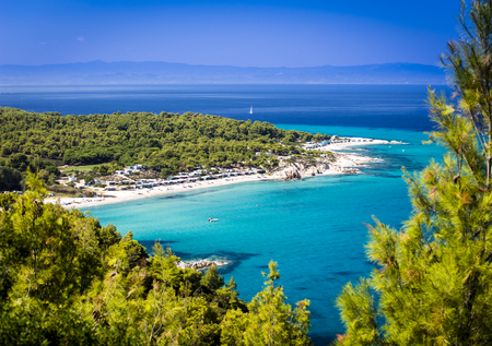 Turquoise waters of Sithonia,  Halkidiki, Greece is apopular destination for locals and foreigners. Archivio Fotografico