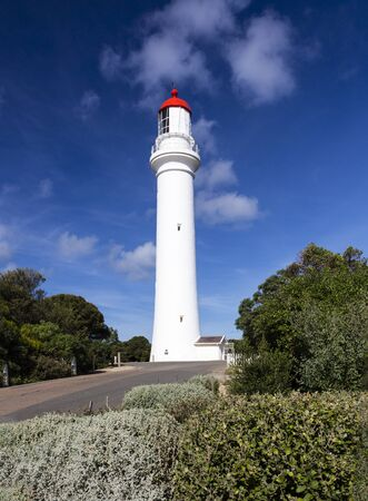 Split Point Lighthouse a tourist attraction along Great Ocean Road, Australia. 免版税图像