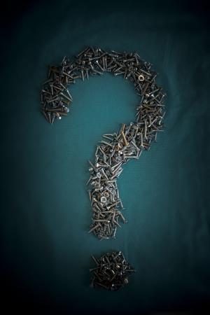 tornillos: Pila de tornillos signo de interrogación