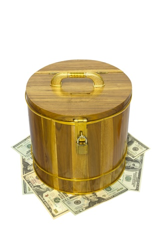 cylindrical: scatola di legno cilindrico su sfondo bianco